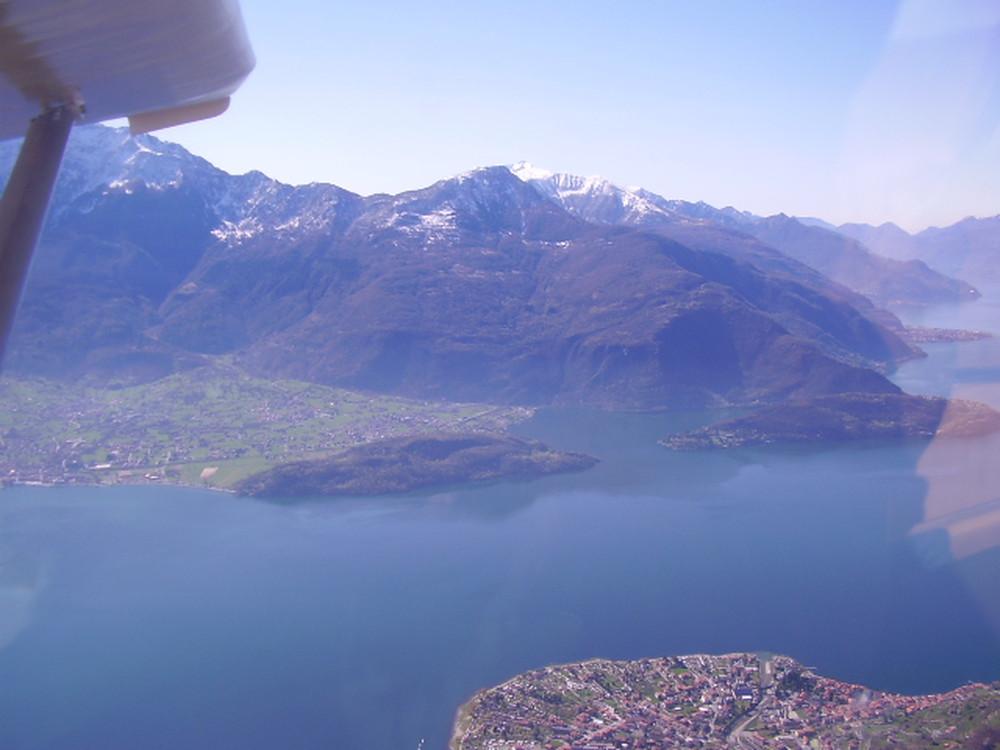 <p>Frank Metzger sul lago d'Iseo e Alpi</p>
